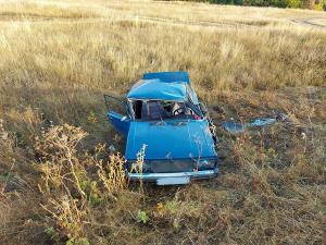 В Самарской области машина перевернулась в кювет, двое пострадали