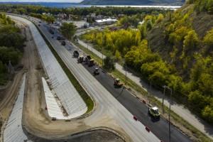 После сдачи нового моста старый закроют на ремонт. А после его реконструкции, по одному из мостов транспорт будет двигаться в сторону города, а по второму — из города.