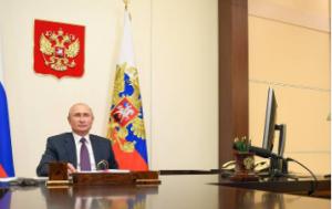 Впервые в истории речь президента России, как и других лидеров, прозвучала не с трибуны зала заседаний, а с экрана в форме видеообращения.