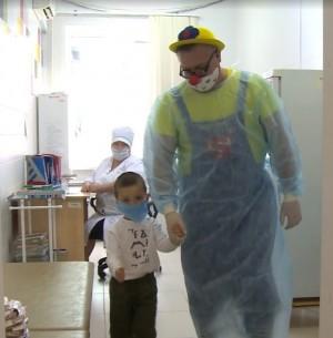 Клоун Сердечкин напомнил самарским детям и их родителям об опасности вирусных инфекций