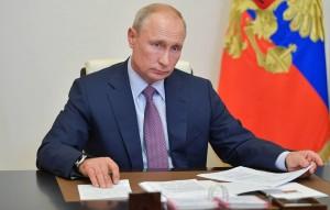 По словам президента, в России эпидемиологическая ситуация лучше, чем в ряде стран, где вновь вводят жесткие ограничения.