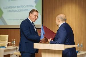 Стороны договорились о совместном участии в реализации стратегических программ развития экономики Самарской области, организации сотрудничества с зарубежными, российскими и самарскими компаниями.