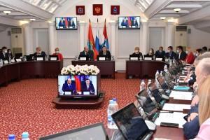 Дмитрий Азаров отметил, что действующая модель местного самоуправления сейчас находится на этапе становления, а потому крайне важно определить ее основные недочеты и исправить их.