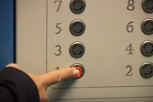 В вузе также заявили, что травм из-за остановки перегруженного лифта ни у кого нет, у одной из студенток был обморок из-за нехватки воздуха.
