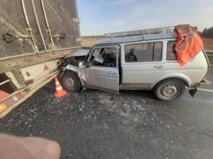 В Самарской области вазовская легковушка врезалась в грузовик