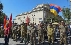 Кабмин Армении ввел военное положение, в стране объявлена всеобщая мобилизация.