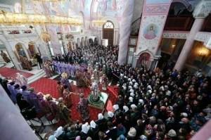 Вместе с прихожанами в службе участвовал губернатор Самарской области Дмитрий Азаров.