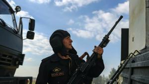 Парламент Азербайджана принял решение о введении военного положения в некоторых городах и регионах.
