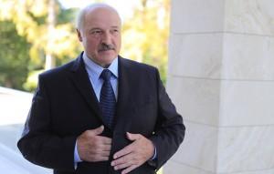 Президент Белоруссии посоветовал французскому лидеру заняться внутренними делами.