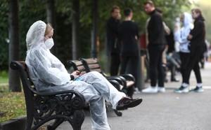 Президент напомнил, что борьба с эпидемией продолжается, и попросил россиян соблюдать рекомендации врачей.
