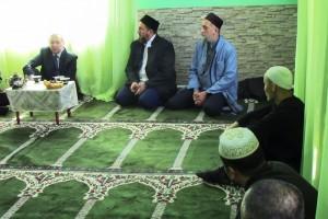 Завершилось посещение проведением намаза в молельной комнате ИК-26.