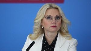 Уже несколько недель число заболевших в России растет. По оценкам медиков, страна выйдет на плато к ноябрю.