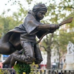 Памятник Гарри Поттеру появился в Лондоне
