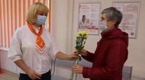 В День пожилого человека хризантемы от энергетиков получили несколько сотен посетителей офисов обслуживания в Самаре, Тольятти, Новокуйбышевске и Сызрани.