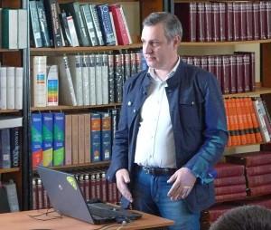 Лекции Владимира Громова отличаются интересной фактурой, образностью и простотой изложения, поэтому его выступления в СОУНБ пользуются популярностью у читателей разных возрастов.