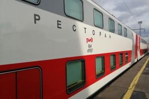 До 15 октября можно приобрести билеты по специальному тарифу на проезд на верхних местах вагонов купе в фирменных двухэтажных поездах.