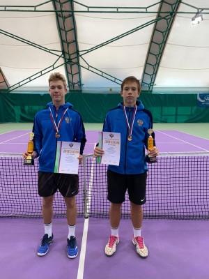 В Тольятти в оздоровительном комплексе «Тольятти Теннис Центр» завершились первенства России среди юношей и девушек до 15 лет и до 17 лет.