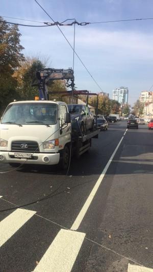 В результате произошедшего движение троллейбусов в городе было приостановлено.