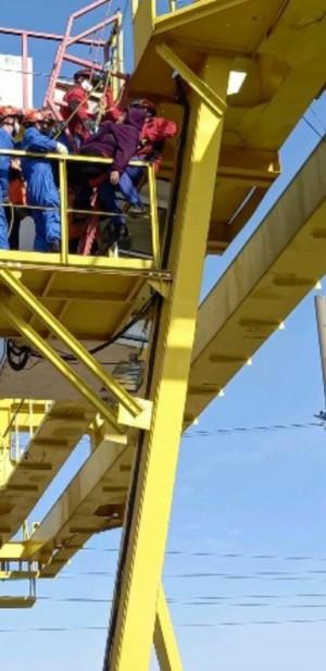 В Кинеле крановщицу спасли из кабины башенного крана