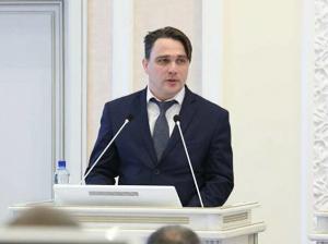 По данным следствия, Юрий Гнедышев вел в соцсетях откровенную переписку с двумя девушками, одной из которых отправил порноролик.
