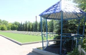 Специалисты «РКС-Самара» установили шесть беседок для набора воды на городских кладбищах