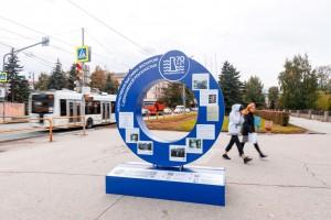 Этой осенью на улицах и в общественных местах Тольятти появились бело-синие малые архитектурные формы, выполненные в едином бело-голубом стиле.