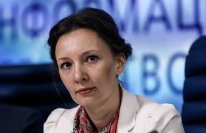Найденная в шкафу на Урале шестимесячная девочка переведена из реанимации в обычную палату.