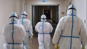 Стабилизация эпидемиологического процесса, вероятно, произойдет через две недели, а после этого заболеваемость коронавирусом начнет снижаться и к февралю-марту достигнет показателей июня-июля.