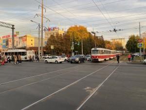 В Самаре столкнулись трамвай и автобус