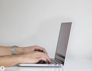 Передать показания прибора учета, оплатить потребленную электроэнергию и подключить электронную квитанцию удобнее не в ходе визита в офис, а через сервис Личный кабинет на сайте компании.