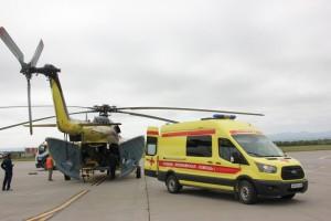 Также пациентов, которым требуется лечение в специализированных больницах, эвакуируют с помощью наземного транспорта службы санавиации - реанимобилей.