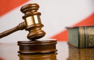 За 225 тысяч рублей он согласовал акты о приемке выполненных работ по договорам подряда.