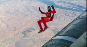 В течение двух недель титулованные военнослужащие-парашютисты оттачивали мастерство по спортивно-технической подготовке с совершением прыжков с парашютом.