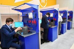 Единый комплекс мастерских по направлению «Промышленные и инженерные технологии» включает 39 рабочих мест для обучения студентов.