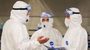 За все время коронавирусом в мире заразились около 38,1 млн человек, более 1,08 млн умерли.