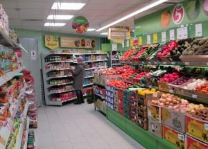 Мантуров пока не видит необходимости в закрытии общепита и магазинов