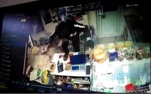 В Чапаевске бомж с молотком напал на магазин