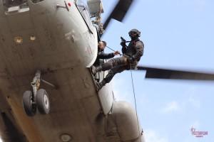 В Самаре спецподразделения Росгвардии отработали навыки беспарашютного десантирования