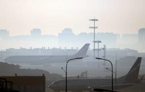 Россия прекратила регулярное пассажирское авиасообщение с другими странами весной из-за пандемии.