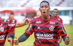 Тольяттинцы «на флажке» подписали контракт с бразильским полузащитником.