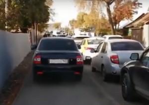 В Самаре вычислили водителя, объезжавшего пробку по тротуару