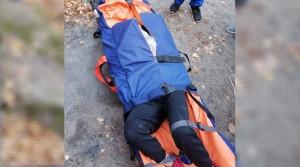 На помощь пришли спасатели. От водопада до автомобиля скорой медицинской помощи пострадавшую спасатели несли на носилках 1,5 километра.