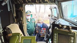 В Самаре 94-летний фронтовик прокатился по городу на бронеавтомобиле «Тигр»
