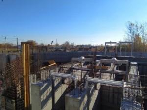 Сейчас подрядчики установили фундамент самой станции и подготовили место, где будет располагаться оборудование.