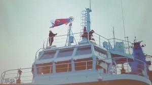 Премьер посетил машинное отделение ледокола, центральный пост управления и ходовой мостик.