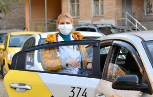 Первыми пассажирами автоволонтеров стали сотрудники Самарской областной детской клинической больницы им.Н.Н.Ивановой.