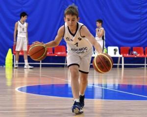 Юные баскетболисты спортшколы олимпийского резерва №1 получили комплект профессиональных мячей