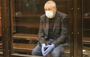 Другой адвокат Михаила Ефремова Владимир Васильев попросил Мосгорсуд в ходе прений сторон назначить артисту наказание в виде 4 лет условно.