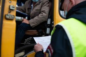 В Нефтегорске полицейские совместно с представителями Ространснадзора проверили пассажирские автобусы