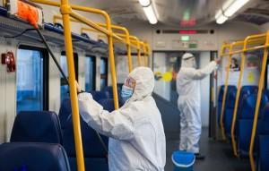 Кандидат медицинских наук Владимир Зайцев на первое место поставил общественный транспорт, отметив, что наибольшую опасность представляют частные перевозчики,